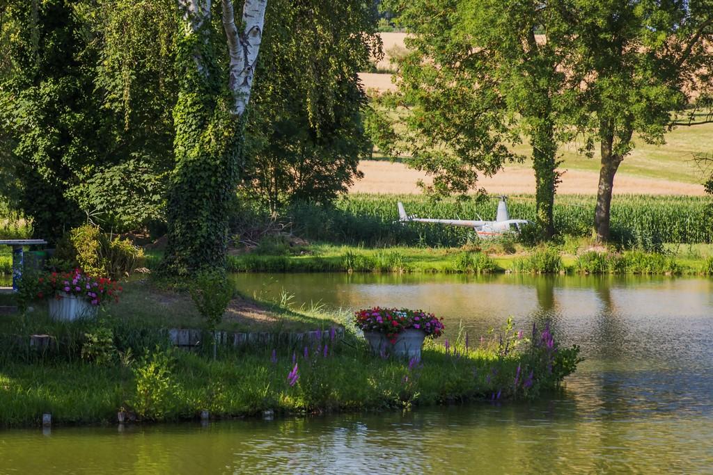 Hélicoptère vu de l'étang